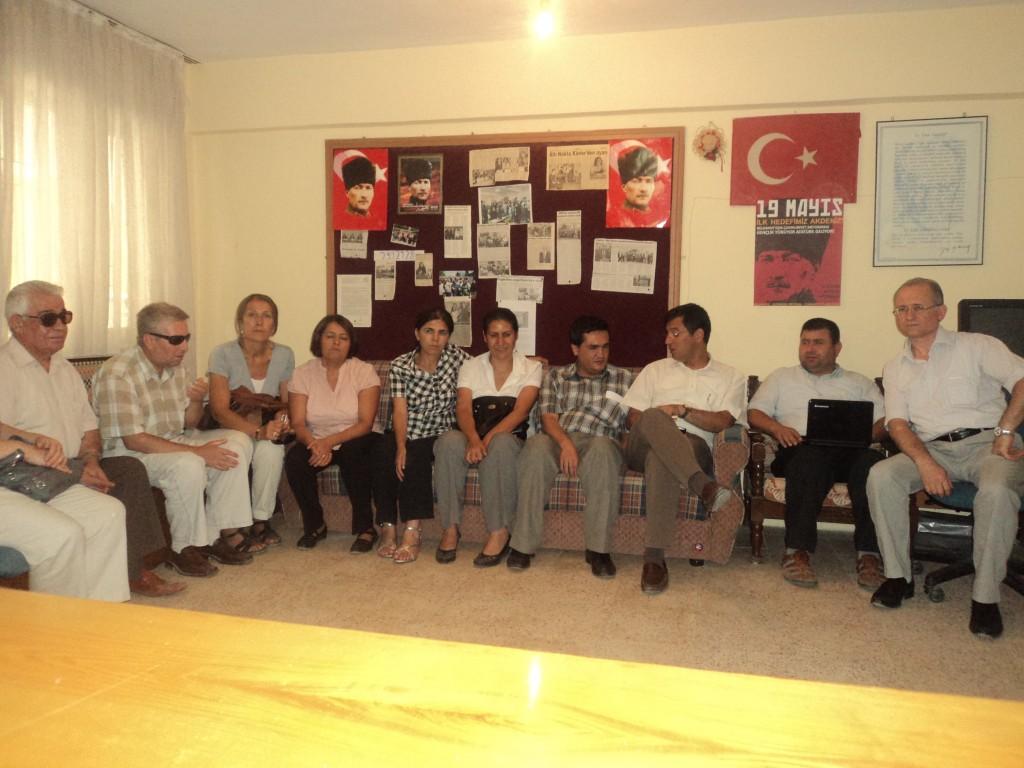 Manisa CHP Milletvekilleri ile Dernek Üyelerimizin Toplu Resimi